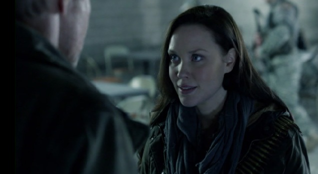 Falling Skies S2 x 10 Weaver and his daughter talking