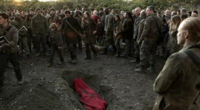 Falling Skies S2x03 - Burial of Jimmy Boland a beloved series character