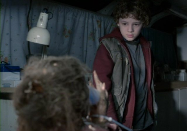 Falling Skies S2x08 - Young Matt Mason and his new friend Jenny