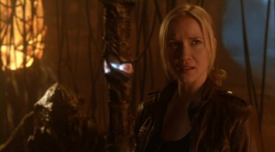 Falling Skies S2x10 - Karen with Skitter is up to no good