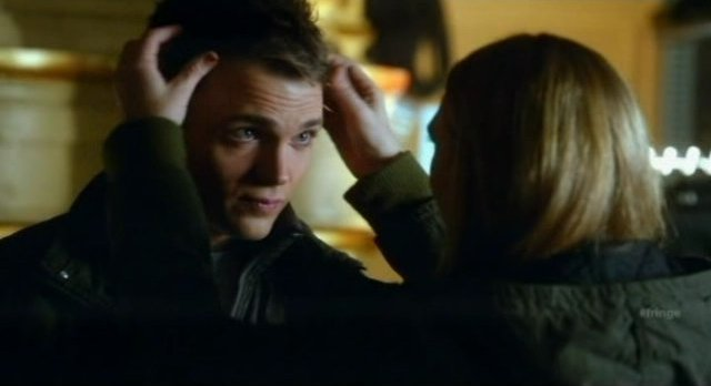 Fringe S4x08 - Olivia fixes Lincolns hair