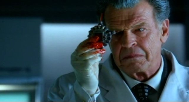 Fringe S4x08 - Walternate examines the Shapeshifter Tech