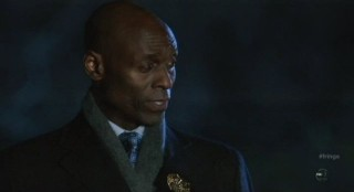 Fringe S4x12 - Broyles arrives on scene
