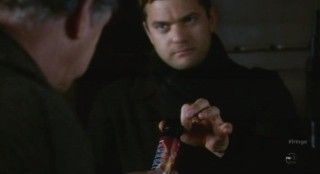 Fringe S4x12 - Pepper spray for Walter