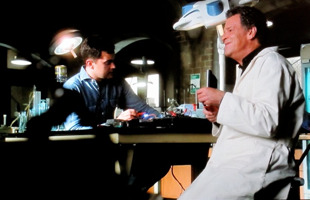 S4x11- Walter and Peter in the lab