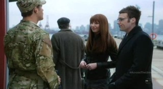 Fringe S4x17 - Awkward scene between Lincoln and Alt-Livia