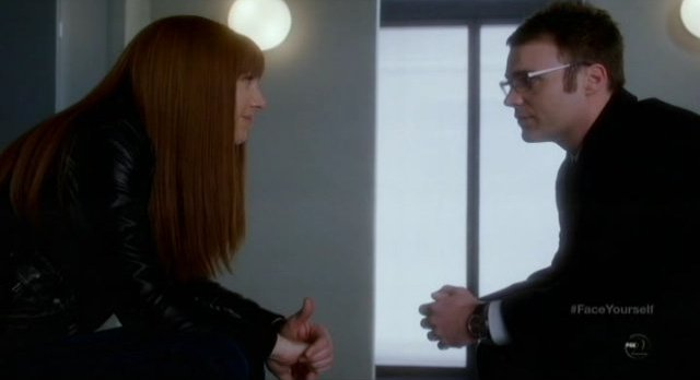 Fringe S4x17 - Lincoln and Alt-Livia eye to eye