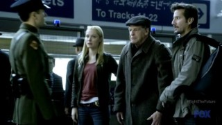 Fringe S4x19 - Walter calls attention of a guard