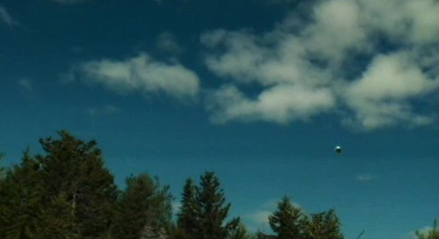 Haven S3x01 - UFO passes overhead left to right