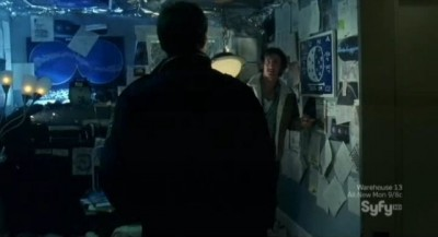 Haven S3x01 - Wesleys room full of alien news articles