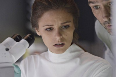 Helix S1x06 - Sarah has a secret addiction