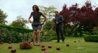 Once Upon A Time S1x02 - Mayor Regina REACHED FOR FORBIDDEN FRUITS