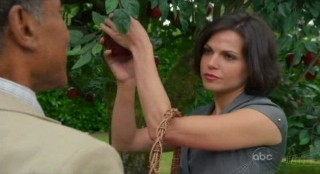 Once Upon A Time S1x02 - Picking apples in the garden