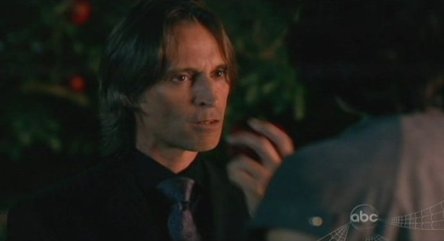 Once Upon A Time S1x02 - Mr Gold aka Robert Carlyle with Regina