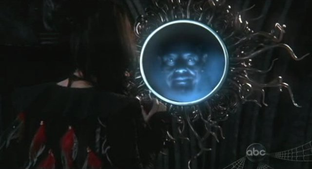 Once Upon A Time S1x02 - The Queen consults The Magic Mirror