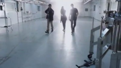 Primeval New World S1x13 - Connor, Dylan and Evan head through the anomaly back to the building