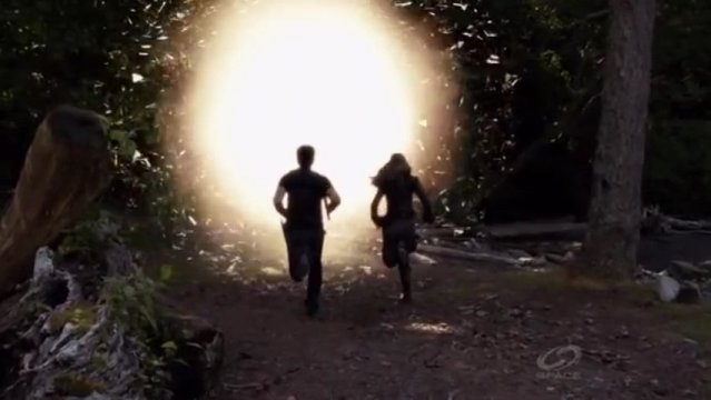Primeval New World S1x13 - Evan and Dylan race3 back to their own portal but will they make it