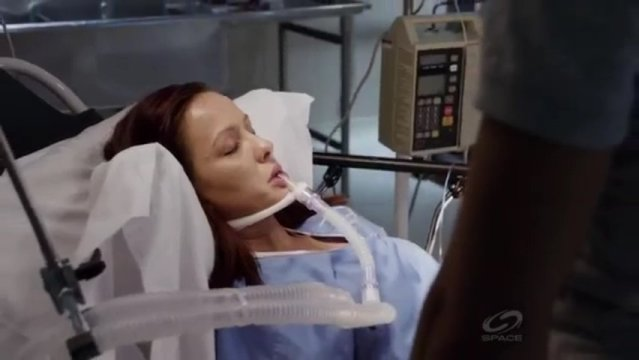 Primeval New World S1x13 - Toby is in the hospital in need of scorpian serum
