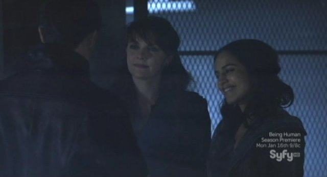 Sanctuary S4x13 - Magnus and Kate smirk at Bruno