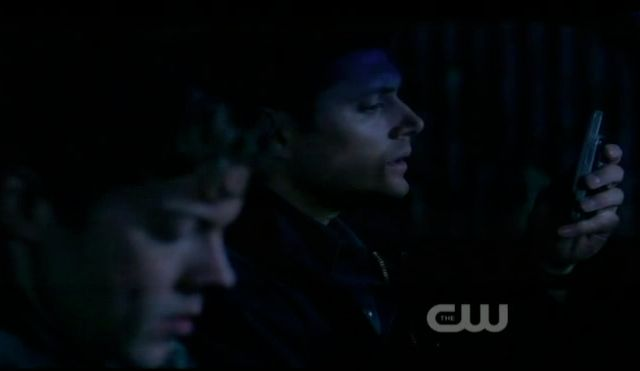 Supernatural S7x15 - Dean and Jeffrey getting to the demons lair