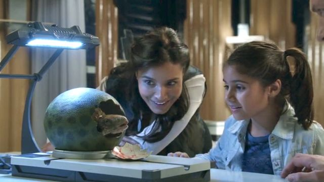 Terra Nova S1x05 - The Shannon family gets a new pet dino