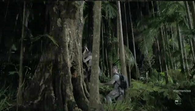 Terra Nova S1x06 Nightfall Mark and Maddy climb a tree