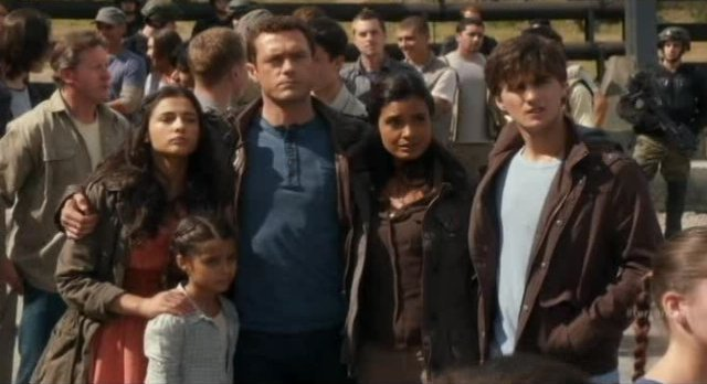 Terra Nova S1x10 - Shannon family ready for the future