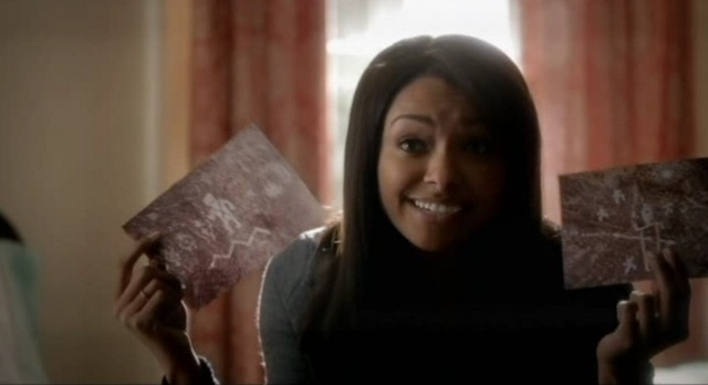 The Vampire Diaries S3x09 - Bonnie analyzing cave drawings