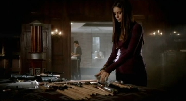 The Vampire Diaries S3x09 - Elena and Damon prepare weapons