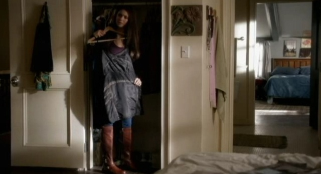 The Vampire Diaries S3x09 - Elena picking out homecoming dress