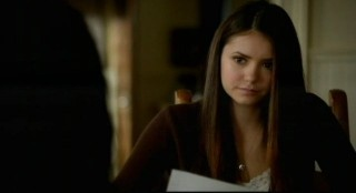 The Vampire Diaries S3x12 - Elena in kitchen with Bonnie
