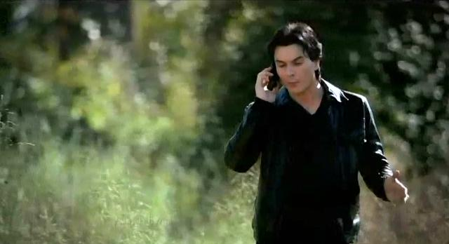 The Vampire Diaries S3x13 Elena and Damon on phone