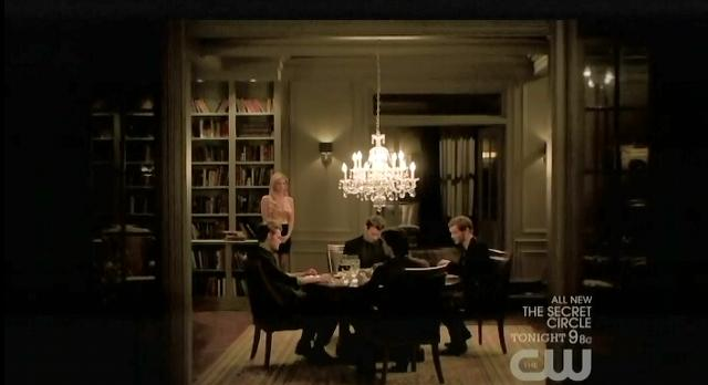 The Vampire Diaries S3x13 Salvatore brothers dine with Klaus and Elijah