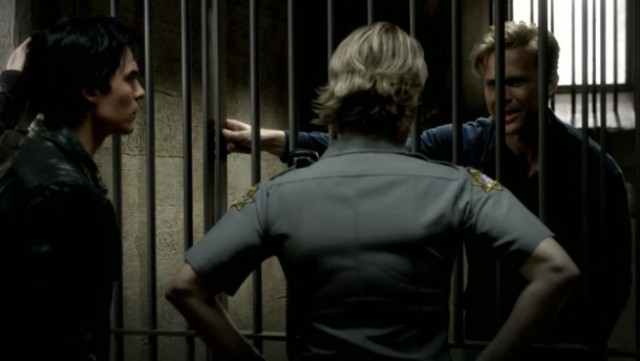 The Vampire Diaries 3x16 - Alaric is in jail talking to Sheriff Forbes and Damon