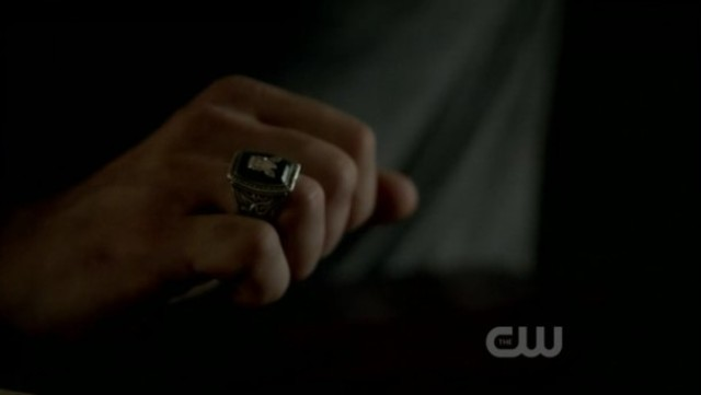 The Vampire Diaries 3x16 - Alaric's ring
