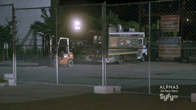 Warehouse 13 S3x10 - Food truck in construction site