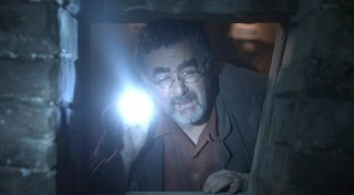 Warehouse 13 S4x01 - Artie searches for the artifacts