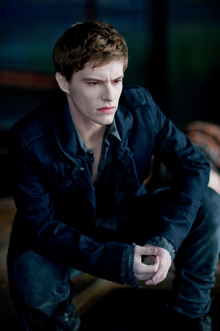Riley (Xavier Samuel)