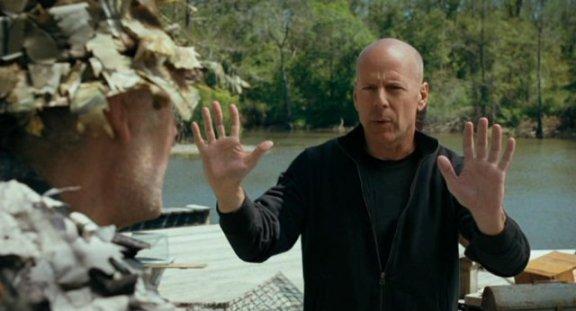 Bruce Willis under the gun in RED!
