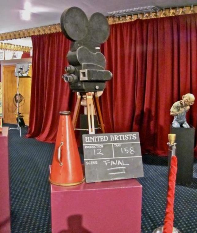 Hollywood Auction 43 - Hollywood Treasure items