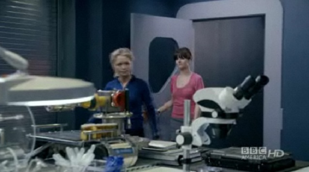 Primeval S4x02 - In the lab at A.R.C.