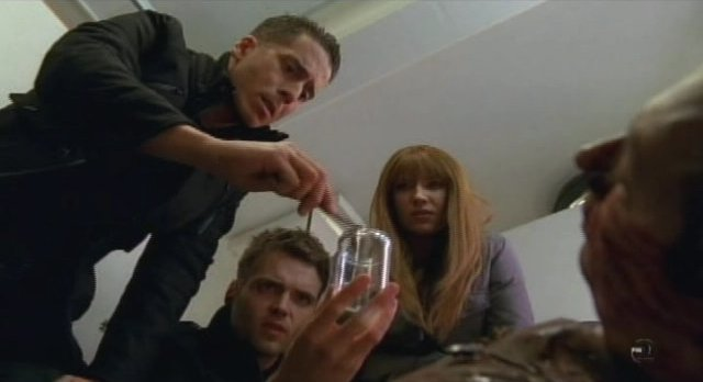 Fringe-S3x13-The bug do not live long outside a body