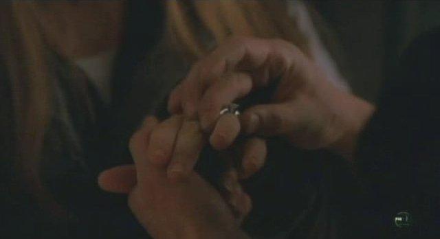 Fringe S3x13 The engagement ring