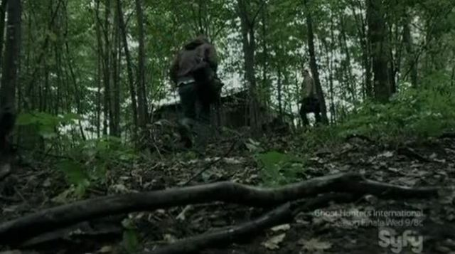 Josh and Ray go into the cabin
