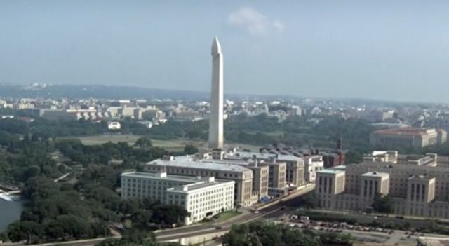 The Event S01x15 Fall Washington monument