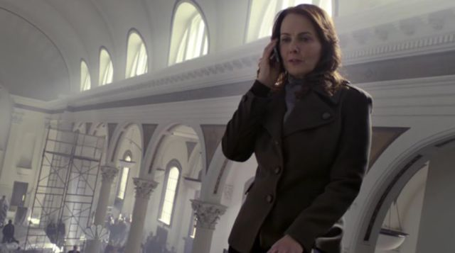 The Event S01x15 Sophia on phone to Martinez