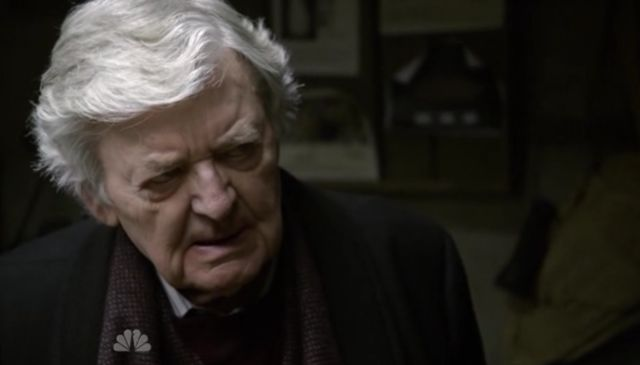 The Event S01x15 Dempsey angry at archeaologist