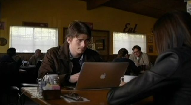 The Event S1x14 Sean On Laptop In Cafe