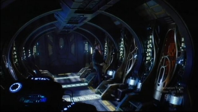 SGU S2xE16 The Hunt - Eli checking out stasis pods