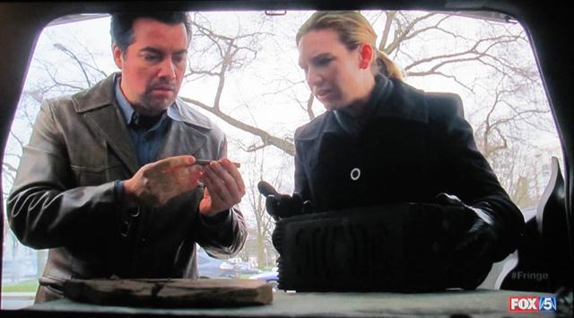 Fringe- S3x21 – Olivia and Sam with box and key